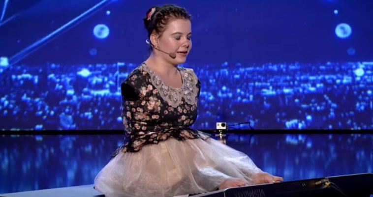 14-Year-Old Girl With No Limbs Stuns Everyone When She Played The Piano
