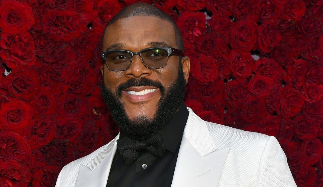 Actor, Filmmaker Tyler Perry Pays for Seniors' Groceries at 44 Food Stores